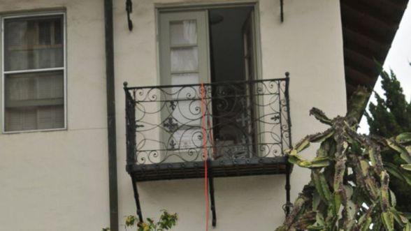 balcony-rebecca-zahau-4-ht-jt-180228_16x9_992.jpg
