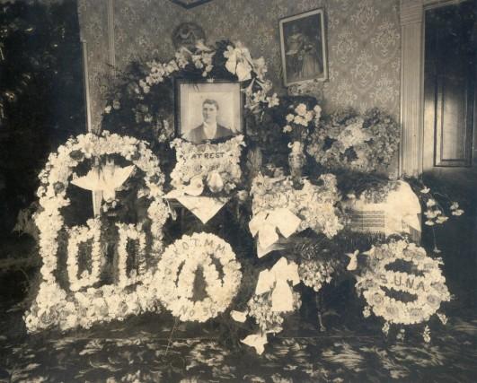 funeralflowersinparlor-1024x824.jpg